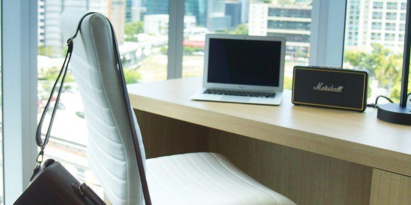 Atton Brickell Miami Executive Suite Desk